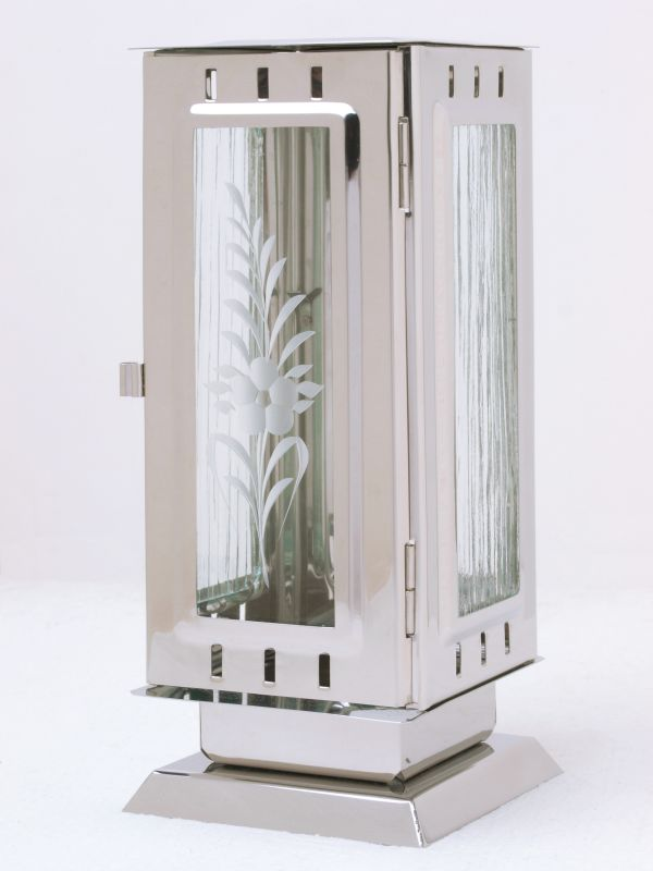 Nerezové výrobky na zakázku Náhrobní pomníková svítilna, lucerna střední rozměr 100x100x240mm v barvě leštěný nerez OEM Český výrobek.